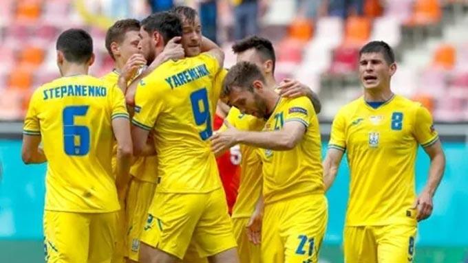 Ukraine may mắn có mặt ở vòng 1/8