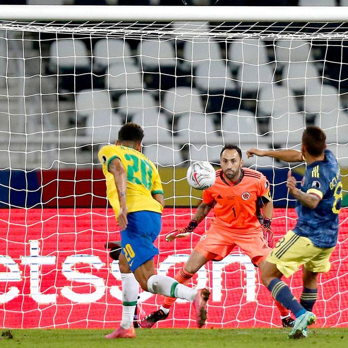 Firmino ghi bàn đầy tranh cãi ở phút 78