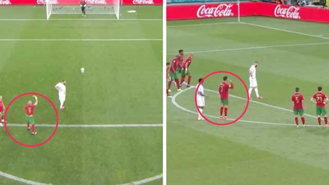 Bất chấp Pepe và Ronaldo ra dấu mách nước, thủ thành Patricio vẫn đổ người sang trái khiến Bồ Đào Nha phải nhận bàn thua trên chấm 11m