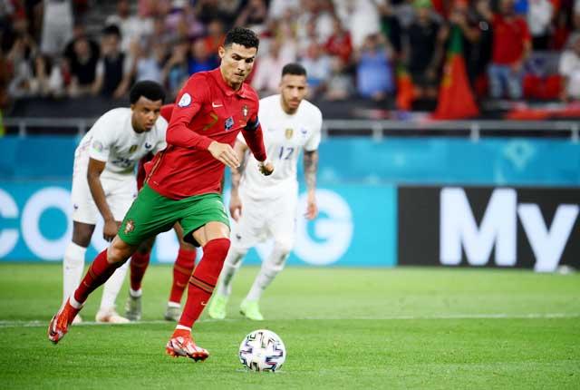 Ronaldo ghi 2 bàn trên chấm 11m giúp Bồ Đào Nha hòa Pháp với tỷ số 2-2