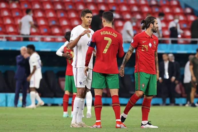 Varane đang trên đường rời Real Madrid?