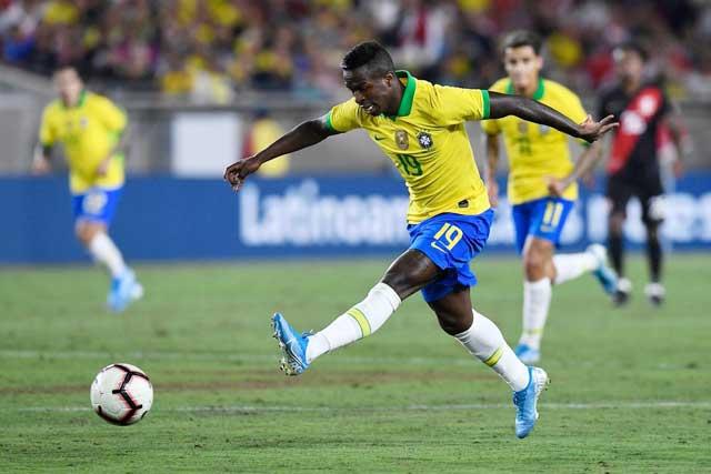 Lần đầu đá chính, Vinicius Junior quyết ghi bàn giúp Brazil vượt qua Ecuador để toàn thắng ở vòng bảng