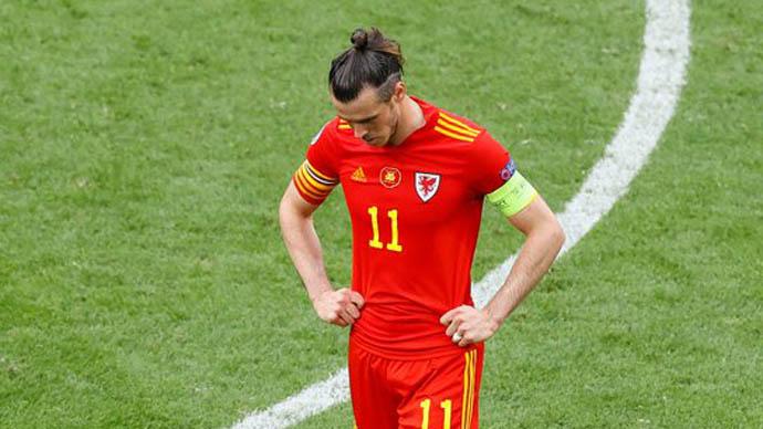Bale bỏ họp báo giữa chừng, HLV Xứ Wales bảo vệ học trò sau trận thua Đan Mạch