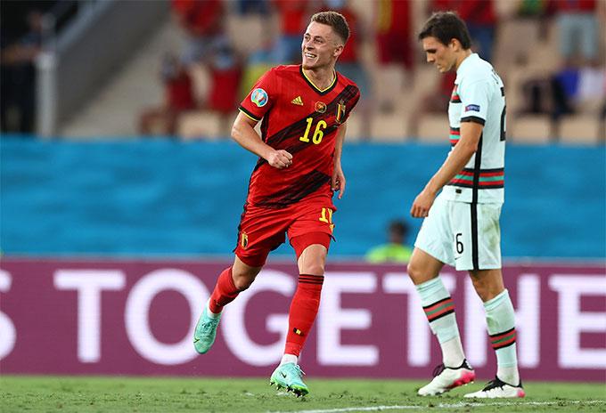 Thorgan Hazard tỏa sáng để đưa Bỉ đi tiếp vào tứ kết gặp Italia