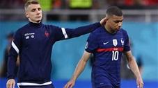 Khoảnh khắc EURO: Mbappe chết lặng, Pogba buồn khôn tả sau khi Pháp bị loại