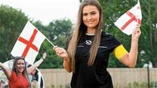 Nữ trọng tài xinh đẹp 18 tuổi gây 'bão' khi cổ vũ đội tuyển Anh ở EURO 2020