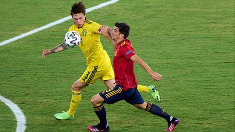 """Thụy Điển (áo vàng) sẽ không dễ dàng lấy vé vào tứ kết dù đối thủ mà họ đã """"cưu mang"""""""