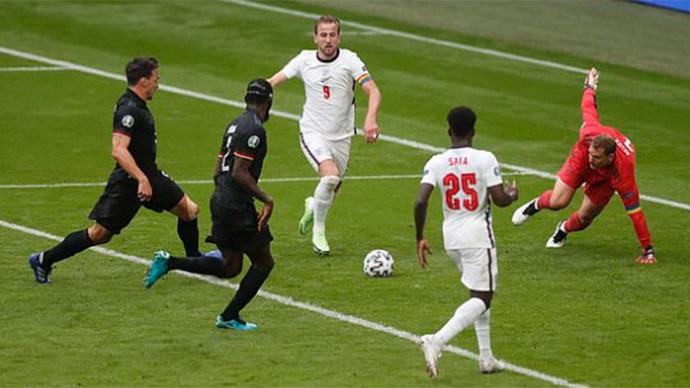 Kane không thể ghi bàn ở cuối hiệp 1
