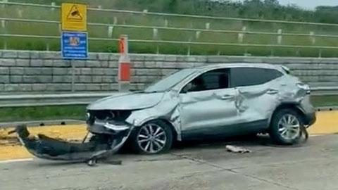 Chiếc Mercedes của Maitland-Niles bị hư hỏng nặng sau vụ tai nạn