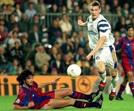 Đầu thập niên 2000, Shevchenko và CLB Dinamo Kiev là những niềm tự hào duy nhất còn sót lại của cả nền thể thao Xã Hội Chủ Nghĩa