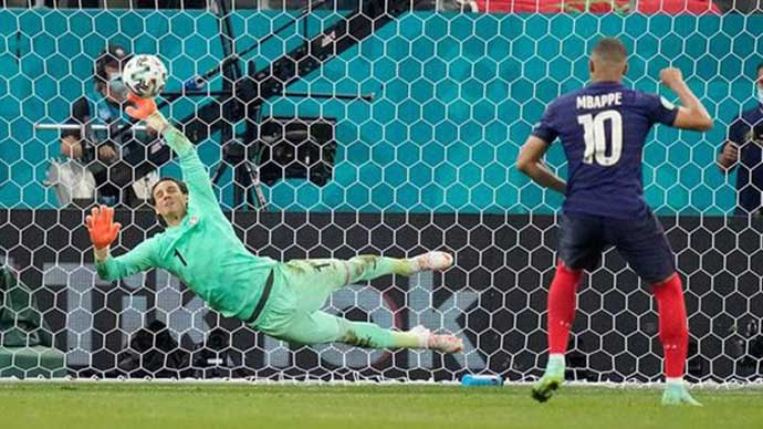 Hơn 240.000 người yêu cầu đá lại trận Pháp vs Thụy Sĩ