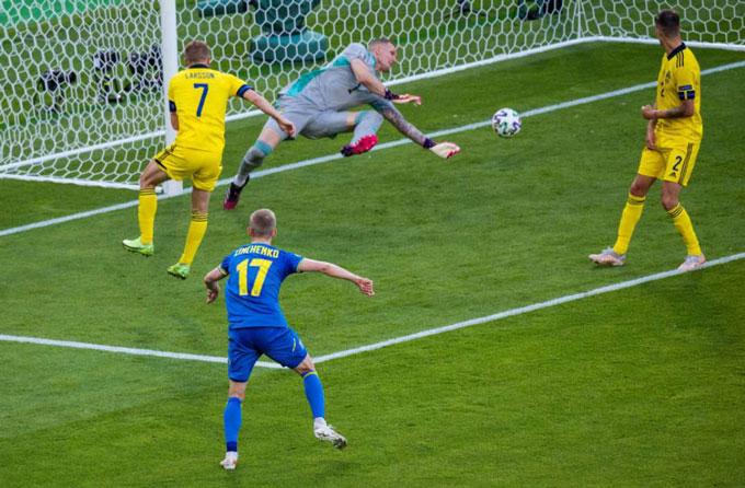 Zinchenko là người hùng của ĐT Ukraine ở trận đấu với Thụy Điển khi ghi 1 bàn và có thêm 1 kiến tạo