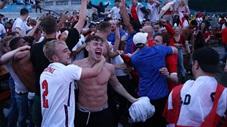 CĐV Anh sướng phát điên sau khi đội nhà vào bán kết