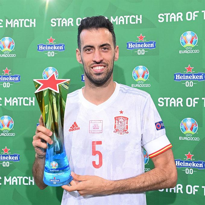 Busquets 2 lần được bầu là cầu thủ chơi hay nhất trận ở EURO 2020