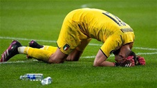 Khoảnh khắc EURO: Người hùng Donnarumma bật khóc sau loạt luân lưu cân não