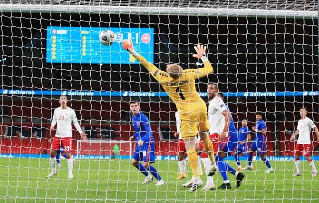 Schmeichel và đồng đội khó mà ngăn cản được các chân sút Anh ghi bàn ở bán kết đêm nay