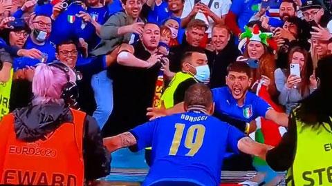 Chuyện lạ mùa EURO: Bonucci bị nhầm là...  fan cuồng