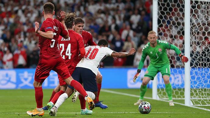 Sterling đã có trận đấu hay trước Đan Mạch ở bán kết EURO 2020