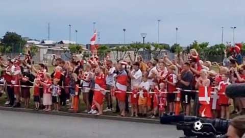 ĐT Đan Mạch được chào đón như người hùng