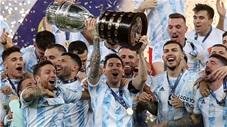 Phút giây Messi lần đầu nâng cao chiếc cúp vô địch Copa Armerica