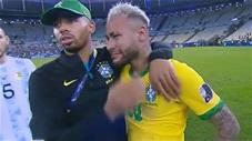 Neymar khóc như mưa khi Brazil thất thủ trước Argentina