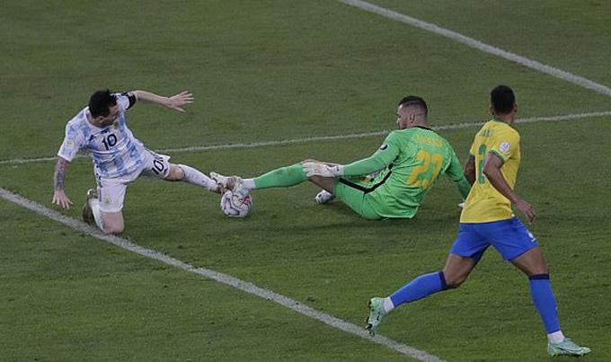 Pha hỏng ăn ở cuối trận của Messi