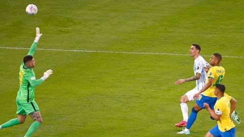 Di Maria lại bấm bóng ghi bàn ở chung kết Copa America 2021 để mang về chức vô địch lớn đầu tiên cho Messi cùng ĐT Argentina