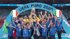 Phút giây trung vệ Chiellini nâng cao chiếc cúp vô địch Euro 2020