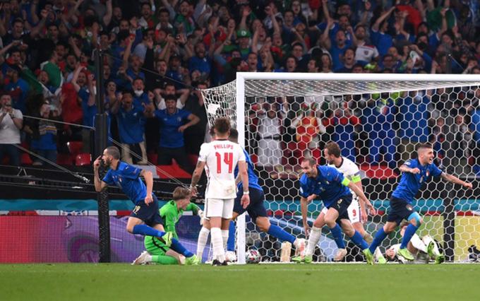 Bonucci gỡ hòa cho Italia