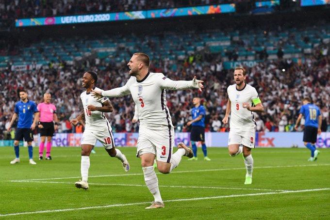 Shaw mở tỷ số trận Italia vs Anh