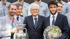 Dàn sao Italia mang cúp vô địch EURO diện kiến thủ tướng và tổng thống