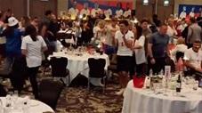Các cầu thủ Anh và dàn WAGs nhảy múa tưng bừng trong bữa tiệc mừng công