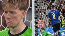 Thủ môn Pickford đã lẩm bẩm gì với bản thân trước khi cản quả pen của Jorginho