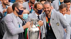 Bonucci thuyết phục Chiellini dự World Cup 2022 cùng Italia