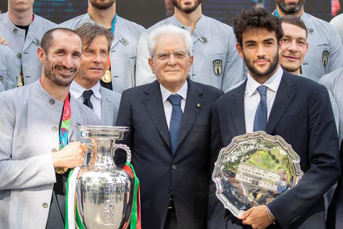 Các tuyển thủ Itala gặp mặt và chụp hình với Tổng thống Sergio Mattarella