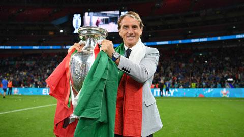Mancini giờ đỏ cả nghiệp lẫn tình