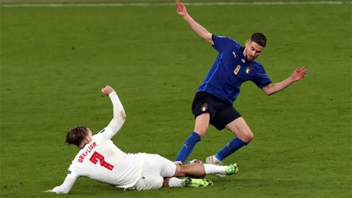 Ban trọng tài UEFA: 'Quyết định ở vụ Sterling và Jorginho là chính xác'