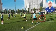 HLV Park Choong Kyun của CLB Hà Nội trổ tài chơi chân điêu luyện