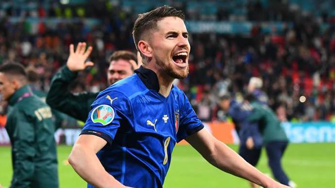7. Jorginho (ĐT Italia/Chelsea) - 45 triệu euro: Tiền vệ người Italia tăng giá trị từ 40 triệu euro lên thành 45 triệu euro sau kỳ EURO đáng nhớ với chức vô địch cùng ĐT Italia