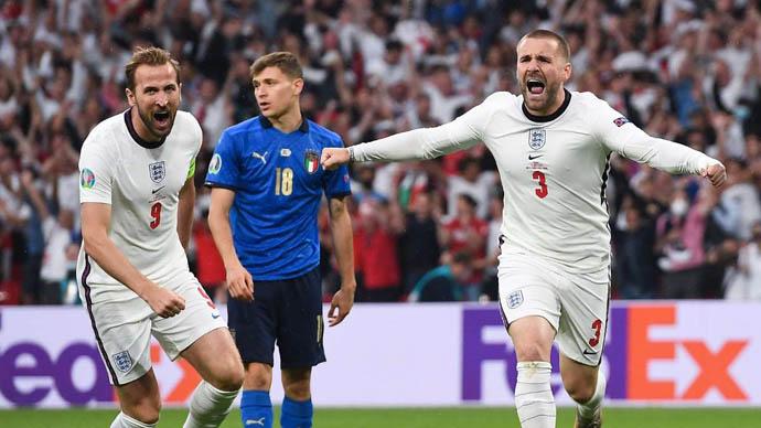 8. Luke Shaw (ĐT Anh/Man United) - 42 triệu euro: Hậu vệ trái của CLB MU thể hiện phong độ chói sáng tại EURO 2020. Tuy nhiên, giá trị của anh chỉ tăng thêm có 7 triệu euro, lên thành 42 triệu euro
