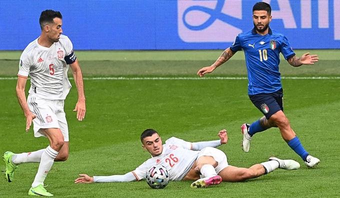 Pedri và Busquets là trụ cột giúp ĐT Tây Ban Nha vào bán kết EURO 2020