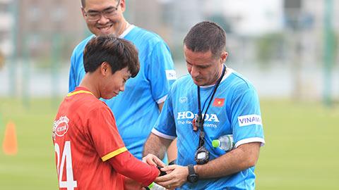Cựu trợ lý Real Madrid có ngày đầu làm việc ở ĐT nữ Việt Nam