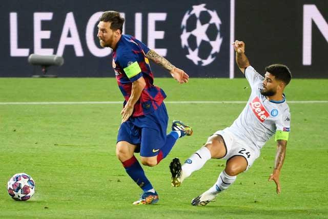 Insigne (phải) có thể là đồng đội của Messi tại Barca từ mùa Hè 2022