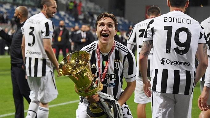 """Ronaldo sẽ ở lại Juventus nhưng phải """"phục vụ"""" Chiesa"""
