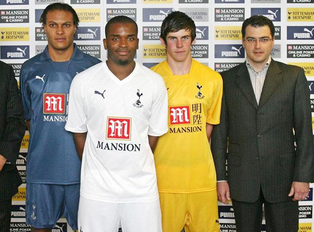 Comolli (bìa phải) từng để lại nhiều dấu ấn trên cương vị GĐTT của Tottenham