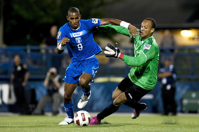 Honduras (trái) sẽ đánh bại hàng thủ lỏng lẻo của Qatar để khép lại vòng bảng với 3 trận toàn thắng