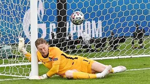 Pickford: Kẻ bị hoài nghi trở thành ngôi sao EURO