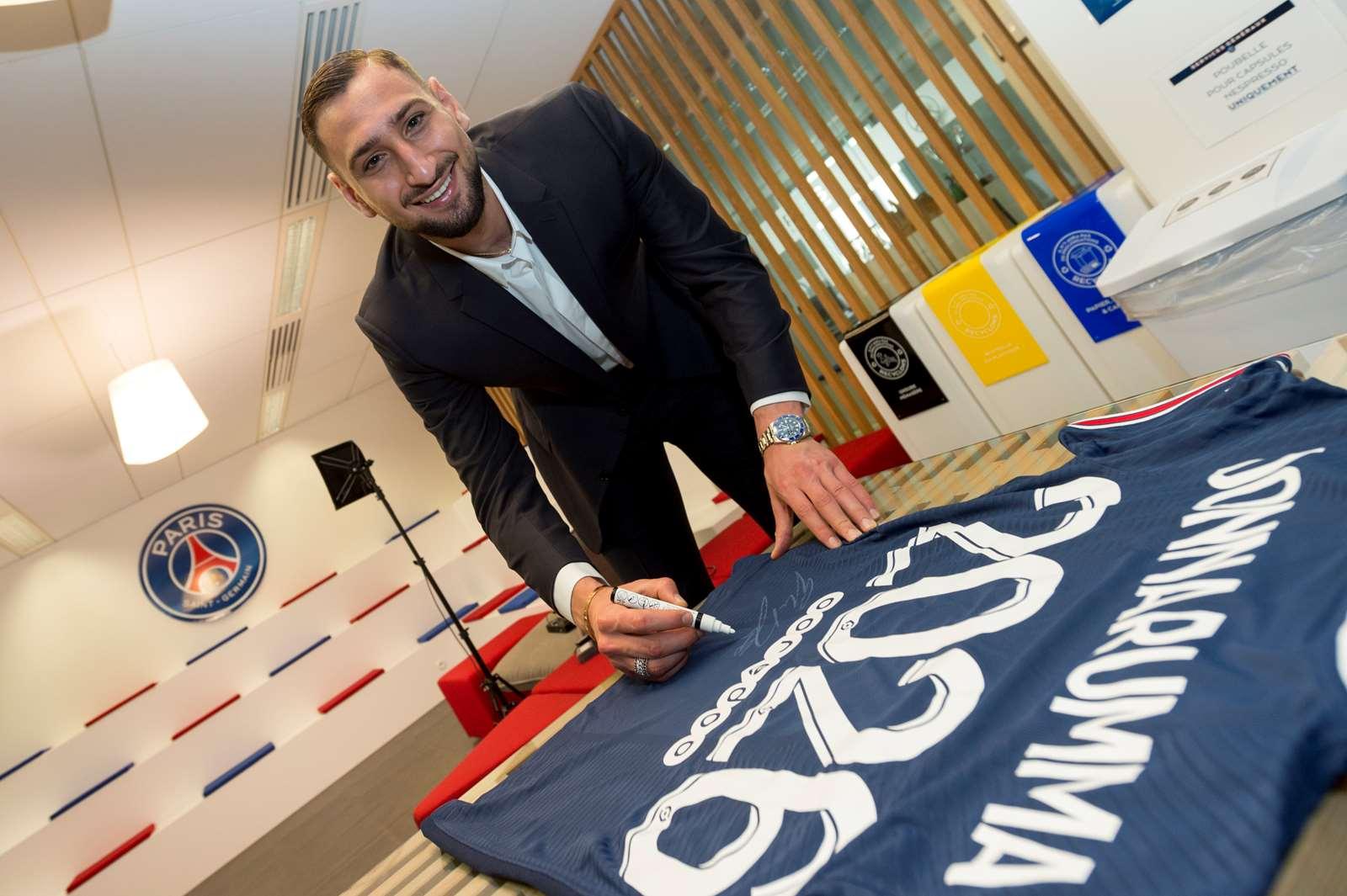 Gianluigi Donnarumma - nhà vô địch châu Âu - đã đầu quân dưới trướng PSG