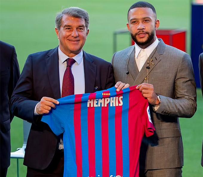 Depay chính thức ra mắt Barca