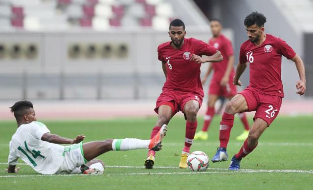 Qatar (áo sẫm) sẽ lại đánh bại El Salvador như trận giao hữu trước giải